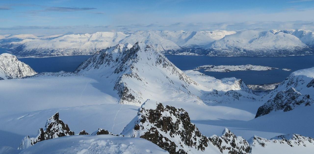 Fantastische Gipfelerlebnisse bei unseren Skitouren in den Lyngenalpen