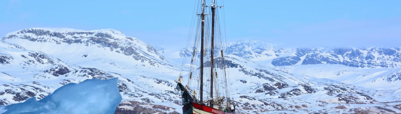 Majestätisch die Noorderlicht und Beiboot in Spitzbergen