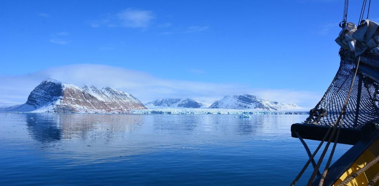 Weitblicke auf Skitour in Spitzbergen