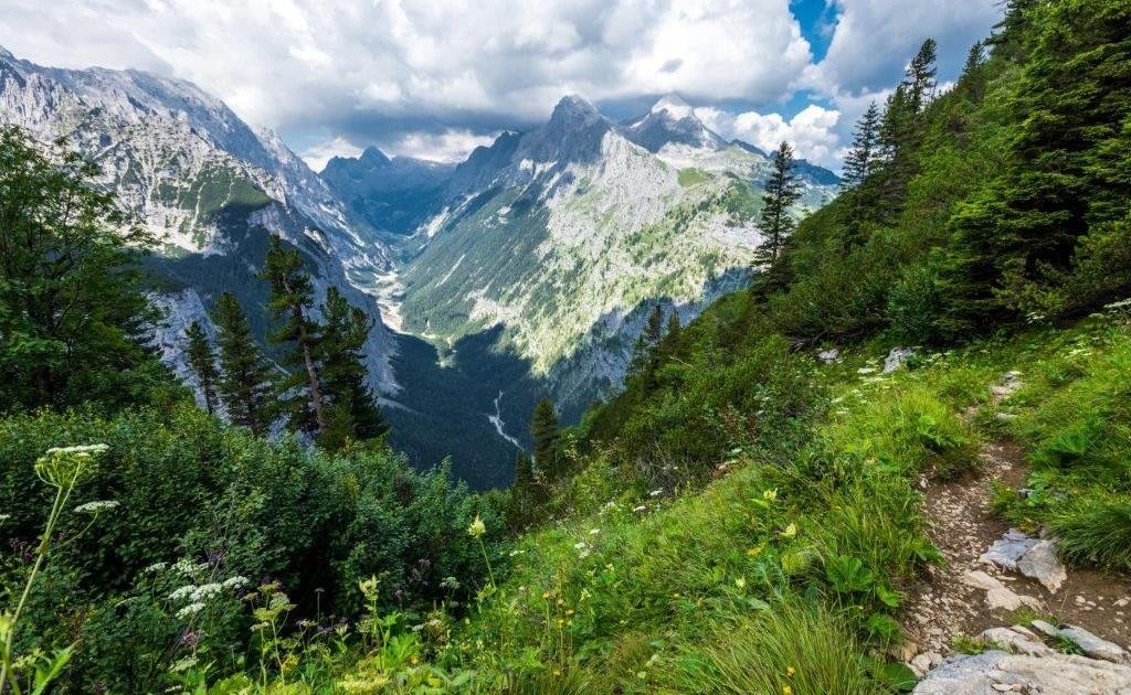 Auf dem Spitzenwanderweg wandern wir im wilden Reintal