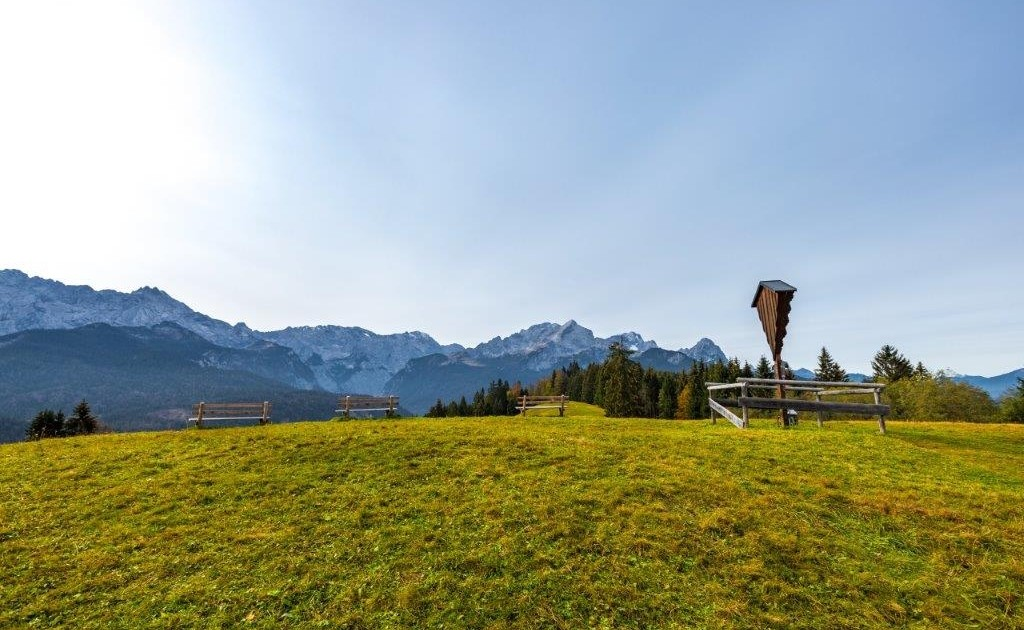 Auf dem Wamberg hat man beim Spitzenwanderweg tolle Ausblicke auf das Wettersteingebirge