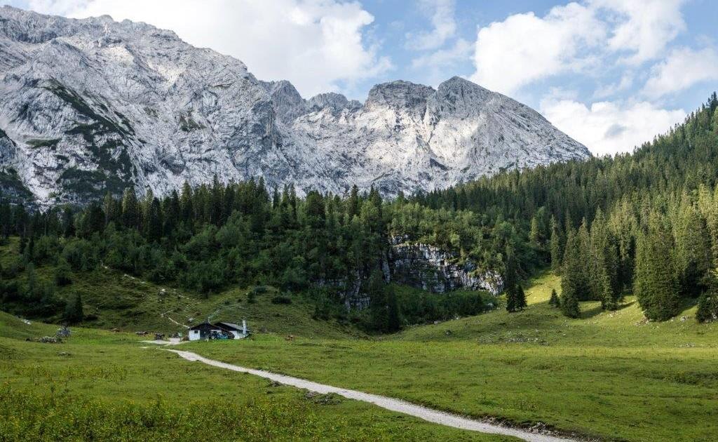 Beste Einkehrmöglichkeit auf der Wettersteinalm beim Spitzenwanderweg