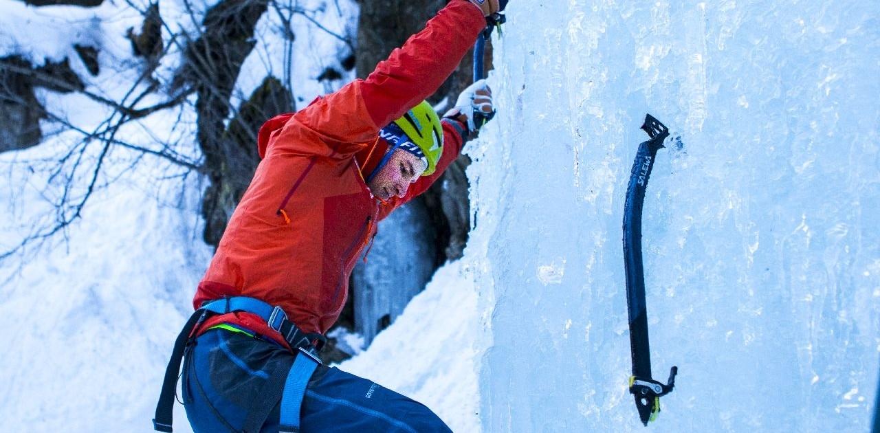 Eisklettern am gefrorenen Wasserfall lernen