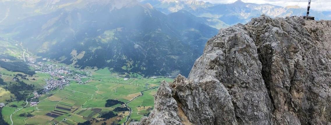 Die letzten Meter am Grat entlang zum Gipfel der Ehrwalder Sonnenspitze