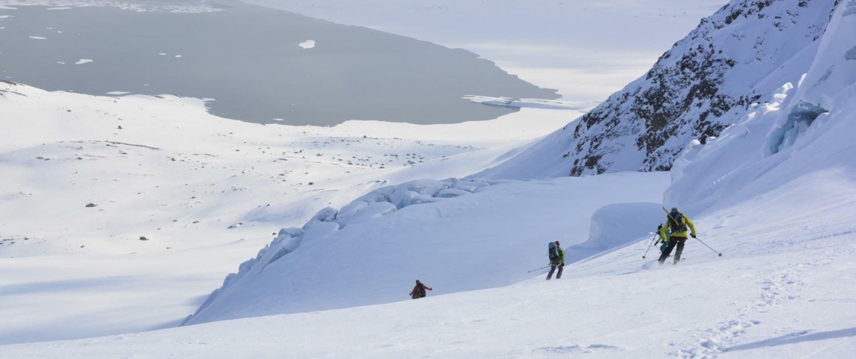 Skitouren auf Spitzbergen, z.B. eine einzigartige Ski & Sailtour in der Eiswüste