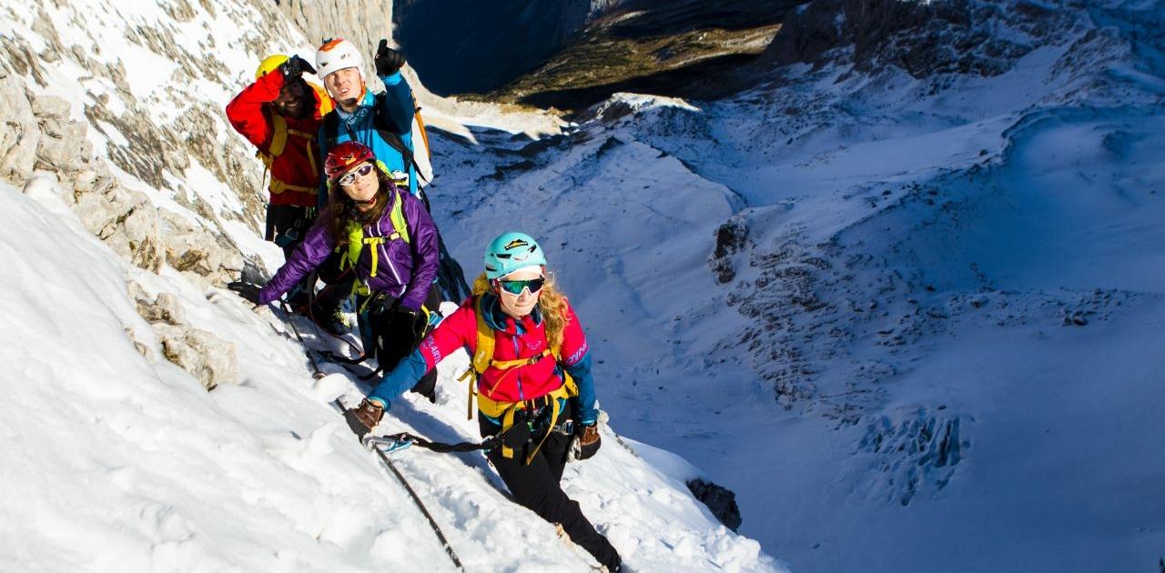 Anspruchsvolle Verhöltnisse bei Schnee auf die Zugspitze via Höllental
