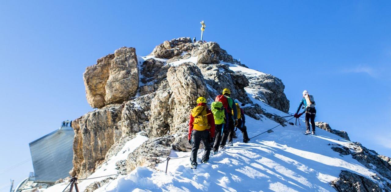 Nur noch wenige Meter bis zum Gipfel der Zugspitze