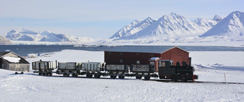 Ski & Sail Touren mit der Eisenbahn auf Spitzbergen
